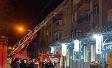Пам'ятник архітектури спалахнув у центрі Харкова, людей терміново евакуювали: деталі і кадри НП