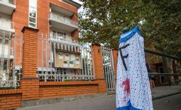 """В Одессе девушка устроила """"голое шоу"""", не оставив равнодушными даже полицейских: """"мое тело – мое дело"""""""