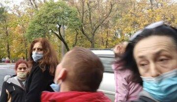 Череда жутких событий на выборах в Харькове, фото: скорые приезжают на участки одна за другой