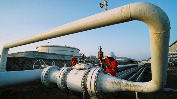 Украинцы будут платить за бензин по новым расценкам: к чему готовится