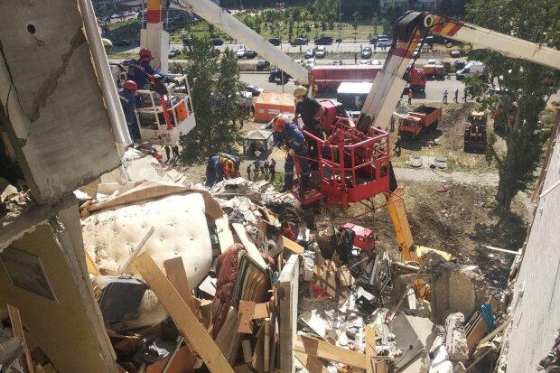 """Кількість жертв вибуху будинку на Позняках різко зросло: """"під завалами виявлено..."""", нові деталі НП"""