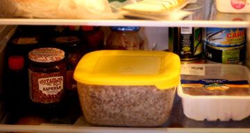 """Психолог розповіла, що означають нічні """"набіги"""" на холодильник"""