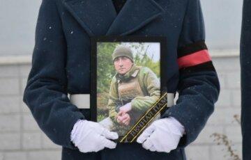 """""""Светлая память тебе, воин Украины"""":  трагическое ЧП забрало жизнь бойца ВСУ, кадры прощаний"""