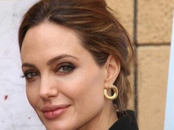 """Джолі підкорила променистою красою в шикарних сережках без сукні: """"Ти, супер"""""""