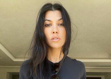 Сестричка Кардашьян в узком топе едва удержала декольте на месте: пикантные фото