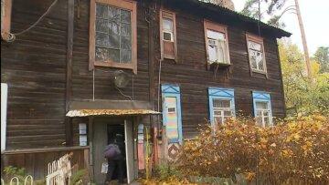 """""""Бараки – це так романтично"""": росіян масово переселять у дерев'яні будинки"""