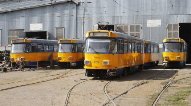 """Власти Днепра похвастались покупкой старых немецких трамваев, фото: """"покрасят, заменять детали и..."""""""