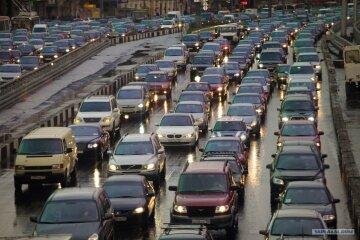 Десятикилометровая пробка вызвала транспортный коллапс в Киеве