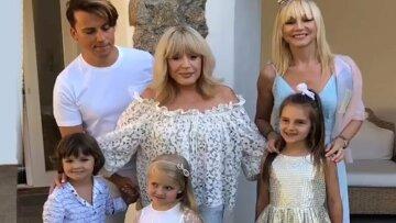 Пугачева без макияжа восхитила молодым видом рядом с Орбакайте: «Две сестрички»