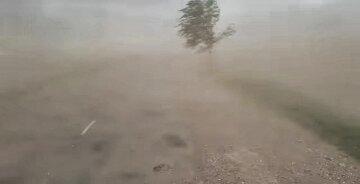 """Аномальна буря обрушилася на Україну: з'явилися кадри з епіцентру, """"як у пустелі..."""""""