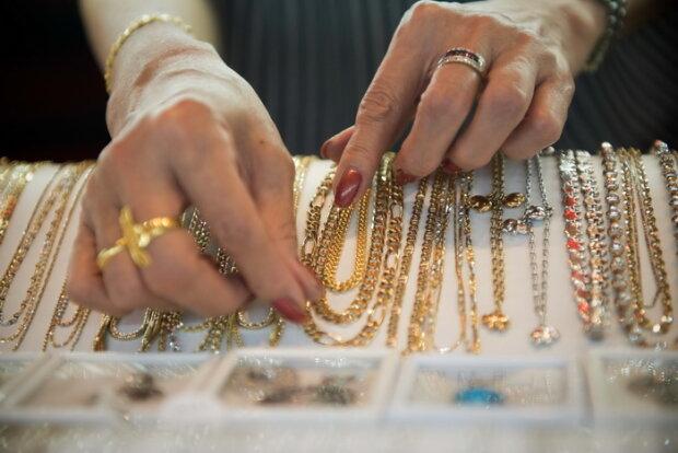 Осторожно: Украину завалили поддельным золотом, опасным для здоровья