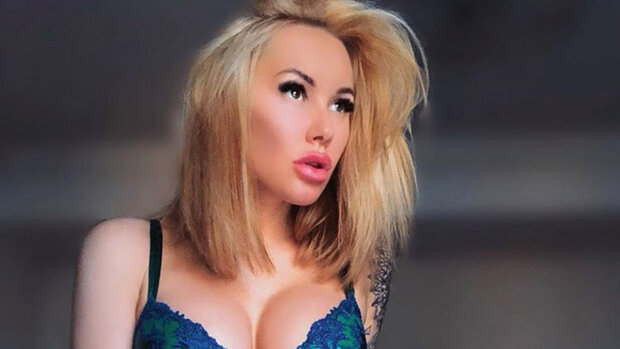 """Эпатажная Ирина Морозюк посветила своей """"низкой самооценкой"""": из одежды только трусики"""