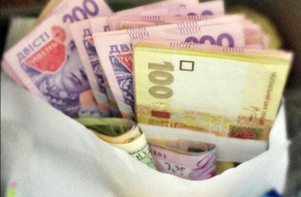 Чотири знаки Зодіаку наб'ють гаманці у березні: кого чекає фантастичне везіння