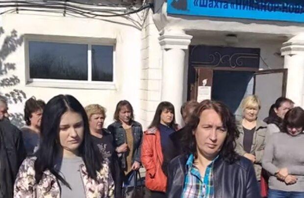 """РФ начала массовую ликвидацию на Донбассе, люди вышли на бунт: """"Вон от нашей..."""""""