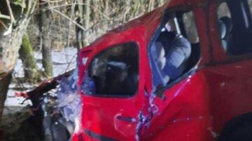Жуткая авария произошла под Харьковом, фото: девушку зажало в салоне