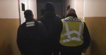 """На Одесчине молодчик напал на школьницу прямо на улице, жители рассказали увиденное: """"задрал юбку и ..."""""""