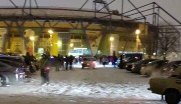Невероятное зрелище: харьковская «авто елка» собрала 1065 машин, кадры рекорда Украины