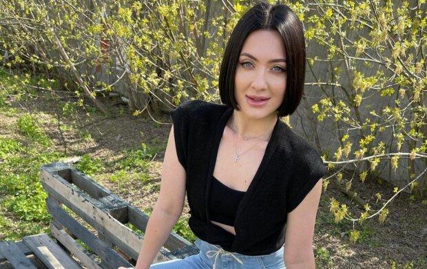 """Жена Бабкина в узком боди устроила легкие шалости, сняв все на видео: """"Мур..."""""""