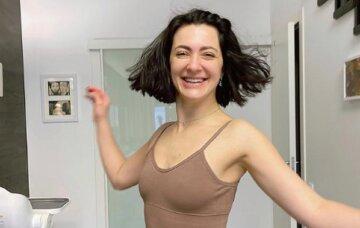 """Грайлива дружина Бабкіна з тюрбаном на голові """"попрацювала язиком"""" з самого ранку: """"Волохатому коліну…"""""""