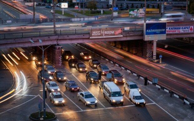 У Києві сталася НП із ще одним мостом (відео)