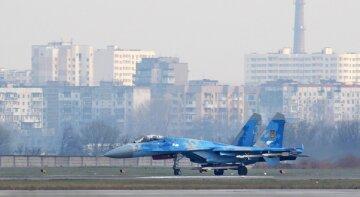 Военную авиацию подняли над Одессой: фото и подробности