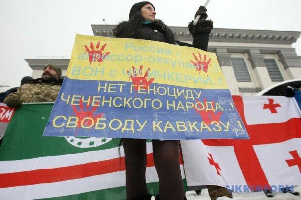 В Киеве у посольства РФ прошел митинг против оккупации Чечни (фото, видео)