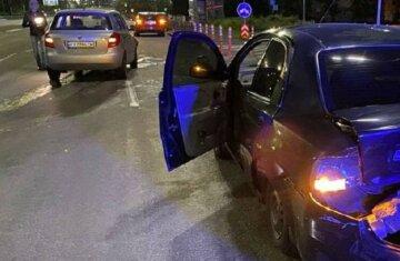 Таксист-іноземець на великій швидкості протаранив авто, пасажирку забрала швидка: фото з місця
