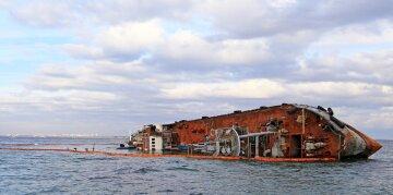 """Стало известно о печальной участи  танкера """"Делфи"""" в Одессе: """"не раньше следующего года"""""""
