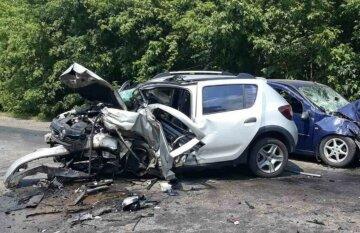 Трагічна ДТП на Харківщині: в авто знаходилося немовля, кадри з місця