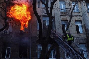 """Пожежа в одеському коледжі: """"всередині заблоковані люди"""", нові подробиці трагедії"""
