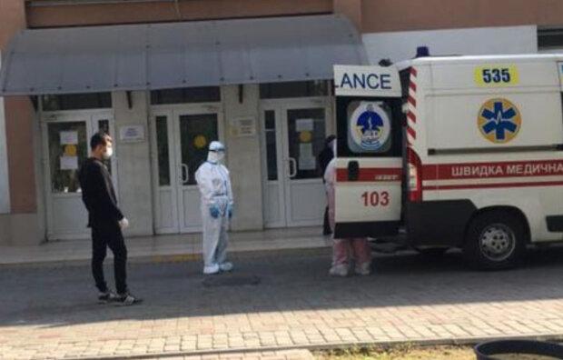 """""""Знімайте свої рожеві окуляри!"""": українець втратив рідну людину від вірусу і змолився до співгромадян"""