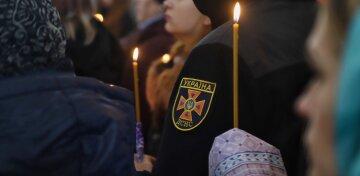 Сотни людей прощаются со спасателем-героем в Одессе: кадры с церемонии пробирают до слез