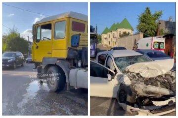 Мати з 8-річним сином на Toyota влетіла під зерновоз: кадри аварії під Одесою