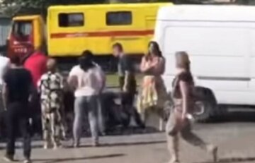 Масову бійку влаштували на Хрещатику: є тяжкопоранені, відео з місця подій