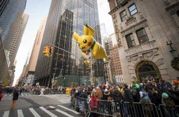 Гигантский Пикачу и люди-цыплята: как в США праздновали День благодарения (фото)