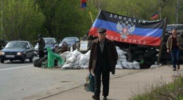 """""""Визволителі"""" Донбасу змусили жителів безкоштовно чистити туалети: """"В пам'ять про дідів"""""""