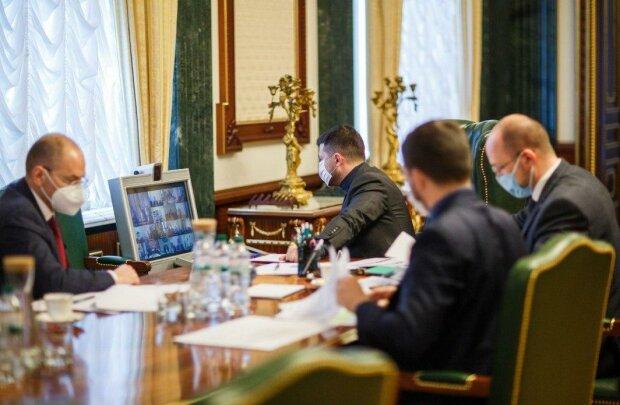 У Зеленського проговорилися про введення надзвичайного стану в Україні: «Станом на зараз...»