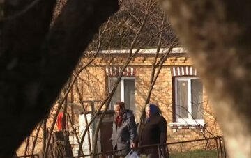 """Ушлая почтальон ограбила целую деревню на Тернопольщине: """"Принимала платежи за..."""""""