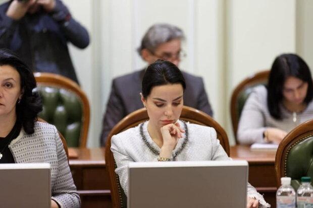 "оксана дмитриева, ""слуга народа"""