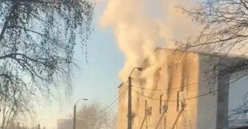 Масштабна пожежа спалахнула в Харкові, 50 рятувальників вступили в битву з вогнем: кадри НП
