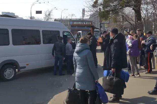 """У Києві показали битком набиту маршрутку, фото: """"Карантин вихідного дня не допоможе, якщо..."""""""