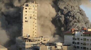 Конфлікт Ізраїлю і Палестини досяг апогею, в хід пішли танки і вертольоти: моторошні кадри