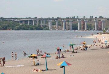 Украинцев призывают не купаться: какие пляжи самые грязные и несут опасность для здоровья