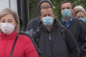 остановка, карантин, украинцы в масках на улице, транспорт