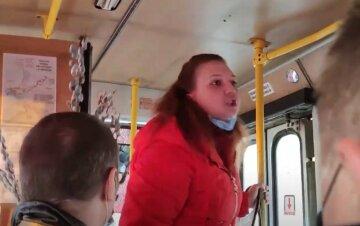 """""""Нормальний не зробив би зауваження"""": українка накинулася на пенсіонера через маску, кадри сутички"""