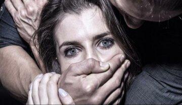 женщина, грабитель, трагедия изнасилование,