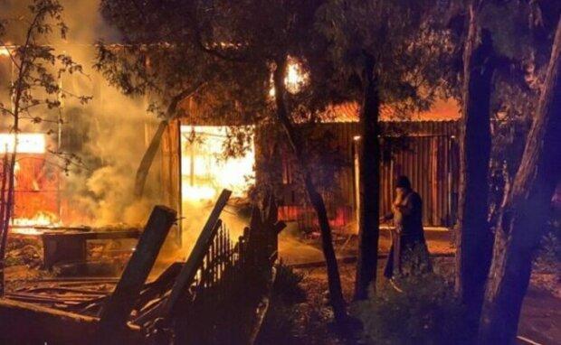"""Чоловік """"з помсти"""" підпалив монастир в Одесі, фото: """"закинув коктейлі Молотова і..."""""""
