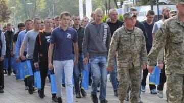 """Студентов забирают в армию, несмотря на поручение Шмыгаля:  """"Отвели в столовую и показали, где спать"""""""