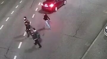 Три мужчины напали на медика в Киеве, видео беспредела: преступникам грозит суровое наказание