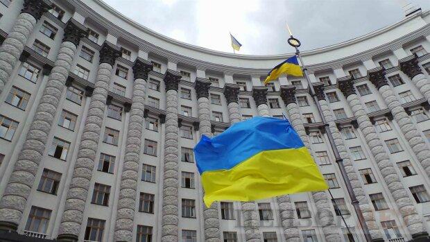 В Украине начались громкие увольнения: первыми «полетели головы» губернаторов